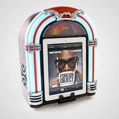 It'll be happy days all the time with this stylish mini-Jukebox, just plug in your iGadget and cue up your favourites, no dimes required.
