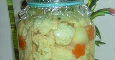 KARFIOL ECETES VÍZBEN HAGYMÁVAL Szép fehér karfiolt megtisztítunk,rózsáira szedjük,nem túl aprókra. Beletesszük egy tál langyos sós vízb... Cauliflower, Vegetables, Food, Cauliflowers, Meal, Head Of Cauliflower, Essen, Vegetable Recipes, Hoods