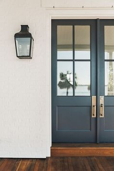 Benjamin Moore Wrought Iron Front door paint color One of the best paint colors for front doors Benjamin Moore Wrought Iron Front door color Front Door Paint Colors, Painted Front Doors, Front Door Design, Painted Interior Doors, Paint For Front Door, Best Front Door Colors, Exterior Design, Interior And Exterior, Exterior Door Colors