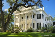 A National Historic Landmark - Stanton Hall, also known as Belfast, is an Antebellum Classical Revival mansion in Natchez, Mississippi . Southern Mansions, Southern Plantations, Southern Homes, Southern Comfort, Southern Architecture, Classical Architecture, Old Abandoned Houses, Old Houses, Villas