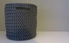 Onnellisten Tähtien Alla: Harmaa virkattu kori Crochet Home, Knit Crochet, Home Deco, Diy And Crafts, Projects To Try, Crafty, Knitting, Handmade, Inspiration