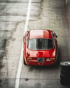 Alfa Romeo's Sports Sedan is a Future Classic: HagertyThe 2017 Alfa Romeo Giulia Quadrifoglio has Alfa Romeo Junior, Alfa Bertone, Alfa Gta, Alfa Romeo Gta, Luxury Sports Cars, Sport Cars, Chevy, Automobile, Bmw Autos