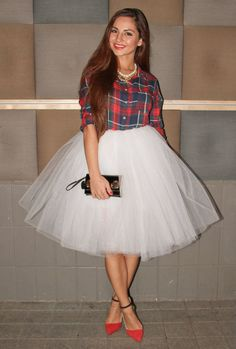 Tulle skirts are fashionable girly pieces and are great if you want to look like a princess.They're super feminine and you can make many looks featuring tulle skirts. Skirt Outfits, Dress Skirt, Dress Up, White Tulle Skirt, White Tutu, Look Fashion, Womens Fashion, Party Fashion, Plaid Fashion