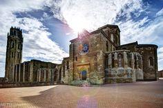 https://flic.kr/p/cYPXzJ   La Seu Vella (Lleida)   HDR de 5 fotos de La Seu Vella, castilo-catedral ubicado en lo alto de una colina de la ciudad de Lleida.  Ya puedes encontrarme en Google+ // Visit me at Google+     Thanks for your comments and visits! // Gracias por vuestras visitas y comentarios!