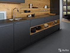 Кухня Bondy спроектирована на основе новой концепции планирования пространства. В данной модели дизайнеры обьединили теплую фактуру дерева с холодными матовыми поверхностями.Столешницы словно сливаются с фасадами.В жилой части помещения находятся шкафы-...