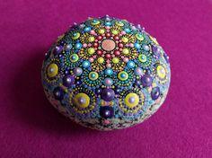 Mandala-Stein Hand gemalt von AnastasiaHelten auf Etsy