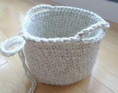 Waistcoat Crochet Basket - All About Ami - Crochet - #Ami #Basket #crochet #waistcoat Crochet Towel, Crochet Quilt, Crochet Cushions, Easy Crochet, Knit Crochet, Crochet Bags, Crochet Headband Pattern, Crochet Basket Pattern, Crochet Stitches Patterns