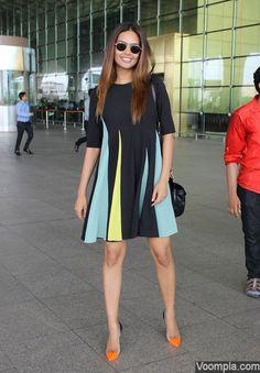 Pretty! Esha Gupta at Mumbai airport. via Voompla.com
