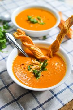 Creamy coconut carrot soup made with red curry paste. Carrot Recipes, Coconut Recipes, Orange Recipes, Soup Recipes, Vegan Recipes, Turkish Recipes, Ethnic Recipes, Carrot Soup, Bowl Of Soup