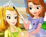 Em Princesinha Sofia Aula de Pintura, a Princesinha Sofia está fazendo aula de artes na escola. Hoje ela vai praticar tudo que aprendeu. Mas para isso ela precisa de sua ajuda. Ajude a Princesinha Sofia se tornar uma artista famosa. Divirta-se com a Princesinha Sofia!