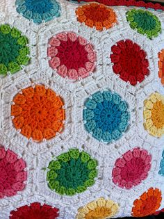 Close-up of Lovely Hexagon Dots pillow. I have blooming love affair with hexagons Crochet Cushions, Crochet Quilt, Crochet Blocks, Crochet Cross, Afghan Crochet Patterns, Crochet Squares, Crochet Home, Crochet Motif, Crochet Stitches