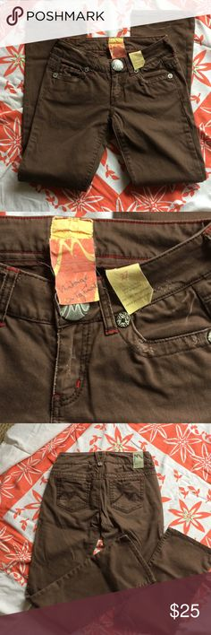 Marlow Original Vintage Chocolate Jeans plus 🎁! EUC! Like new. Reposhing as they are too long for me. My loss is your gain! Plus I'm including a pair of Forever 21 size 26 skinny jeans FREE! They are also meant for someone taller than I am! Marlow Jeans Boot Cut