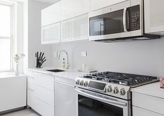 When Lee Hoffman, the CEO and founder of photo-sharing app Memoir, bought his co-op in Midtown East last year, he immediately knew that the kitchen had to go. The small, cramped space was cut off by a wall from the rest of the apartment, and to make things worse, the apartment's previous tenant was a smoker, which meant that everything in the kitchen was covered in a thin layer of smoky residue.