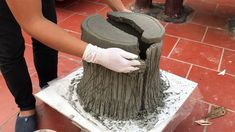 DIY - MAKE POT - Idea Making A pot Like Wood At Home - Meaningful gift for life Fun do it yourself , craft ideas, useful things , experience the joy of doing. Concrete Garden Ornaments, Cement Garden, Cement Art, Concrete Crafts, Concrete Projects, Concrete Leaves, Concrete Forms, Concrete Art, Concrete Planters