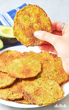 Weight Loss Diet Snacks Avocado Chips Taste Better Than Potato Chips And Are Going Completely ViralDelish.Weight Loss Diet Snacks Avocado Chips Taste Better Than Potato Chips And Are Going Completely ViralDelish Low Carb Appetizers, Appetizer Recipes, Snack Recipes, Diet Recipes, Low Carb Keto, Low Carb Recipes, Healthy Recipes, Keto Snacks, Healthy Snacks