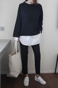 Minimalistic outfit | basic | classic | sweater | blouse | shirt | broek | sneakers | wardrobe | items | ootd