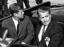 11.9.1962: John F.                             Kennedy mit Wernher von Braun in der offenen                             Limousine während eines Rundgangs durch das                             Marshal Space Flight Center