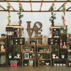 """""""Linda decoração com caixotes e balanços suspensos que encontrei no @inoivasbr! In love..  . *Foto: Concept Party"""""""
