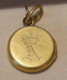Queen Victoria's Prince Albert Locket. https://www.facebook.com/photo.php?fbid=1660542284222839&set=oa.283553501812446&type=3&theater https://www.facebook.com/groups/260713314096465/