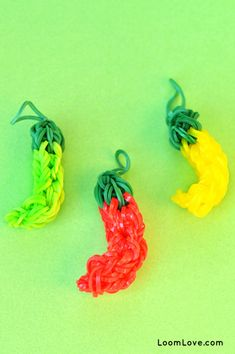 The 30 Most Important Rainbow Loom Accomplishments Of 2013 | Buzzfeed.com It's crazy what Rainbow Loomers can do!
