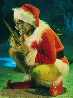 Got the desire Christmas celebration then must discover Jim Carrey How the Grinch Stole Christmas Coat. Grinch 2000, Der Grinch, Grinch Who Stole Christmas, Snoopy Christmas, Xmas Wallpaper, Cute Christmas Wallpaper, Winter Wallpaper, Disney Wallpaper, Christmas Jacket