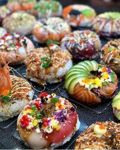 Photo by at Sydney Fish Market. Healthy Food Recipes, Sushi Recipes, Vegan Foods, Seafood Recipes, Vegan Recipes, Sushi Donuts, Tapas, Good Food, Yummy Food