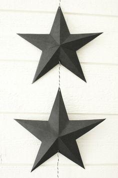 svart kartong, vika stjärna, origami stjärna, inredningstips, diy stjärna, inredning, inredning sovrummet, på väggen i sovrummet, svart och ...