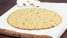 This pizza crust made from cauliflower REALLY works! Try this crispy, low-carb, low-cal, pizza crust Cauliflower Pizza Healthy, Healthy Pizza, Low Carb Pizza, Healthy Eating, Eating Vegetables, Frozen Vegetables, Pizza Au Four, Sweet Potato Tots, Vegetable Medley