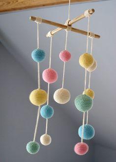 Crochet Pastel Baby Mobile Colorful Ball por YarnBallStories
