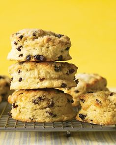 Cheddar and chives are a great combination in scones. For light, flaky scones, don't mix the butter in too well. Currant Scones Recipe, Martha Stewart Recipes, Cream Scones, Egg Dish, Easter Brunch, Sunday Brunch, Everyday Food, Easter Recipes, So Little Time