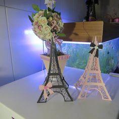 Torre Eiffel em papel srap Para centro de mesa  e decoração de festa Paris R$ 21,09
