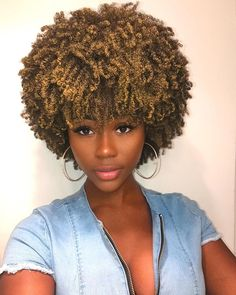 15 fall hair colors & ideas using only temporary hair dye that comes off after one wash. Suitable for anyone who wants a different hair color everyday. Pelo Natural, Natural Hair Care, Natural Hair Styles, Coily Hair, 4c Hair, African Hairstyles, Afro Hairstyles, Twa Natural Hairstyles, Temporary Hair Dye