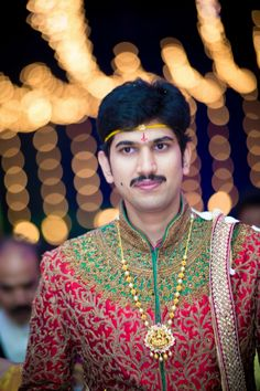 Red and green designer sherwani Kids Dress Wear, Men Dress, Vaddanam Designs, Gold Chain Design, Indian Groom Wear, Baby Boy Dress, Marriage Dress, Groom Poses, Indian Wedding Jewelry