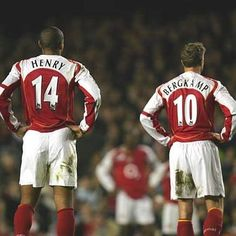 Thierry Henry i Dennis Bergkamp w Arsenal FC Best Football Players, Football Is Life, Retro Football, Football Kits, Sport Football, Soccer Players, Football Things, Arsenal Fc, Arsenal Players