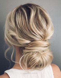 Adorable 44 Effortless Wedding Bun and Ponytail Hairstyles 2018 The post 44 Effortless Wedding Bun and Ponytail Hairstyles 2018… appeared first on Trendy Haircuts . #weddinghairstyles