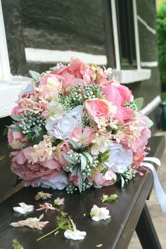 umělá kytice, svatební Floral Wreath, Wreaths, Home Decor, Homemade Home Decor, Flower Crowns, Door Wreaths, Deco Mesh Wreaths, Interior Design, Home Interiors