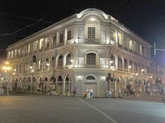 FOR first-time visitors, Iloilo City may seem like a place where the classic, the colonial and the contemporary not only co-exist, but also complement one Iloilo City, Old Houses, Colonial, Philippines, The Past, Presents, Meet, Contemporary, Mansions