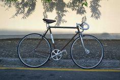Un vieux Stella en singlespeed, montage maison sur fixie-singlespeed.com Montage, Bicycle, Vehicles, Urban Bike, Atelier, Home, Bike, Bicycle Kick, Bicycles