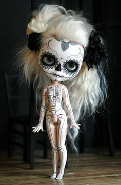 calavera y esqueleto by Kittytoes, via Flickr