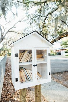 Little Neighborhood Library in Neighborhood Park by Maryanne Gobble - Stocksy United Little Free Library Plans, Little Free Libraries, Little Library, Outdoor Projects, Home Projects, Little Free Pantry, Street Library, Community Library, Lending Library