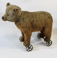Antique 1910 Steiff Teddy Bear Ride on Pull Toy with Growler Old Teddy Bears, Antique Teddy Bears, Steiff Teddy Bear, Teddy Bear Toys, Tedy Bear, Modern Toys, Love Bear, Pull Toy, Doll Quilt