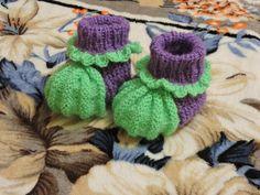 Вязание спицами: пинетки на 2 спицах // Knitting needles for beginners b...