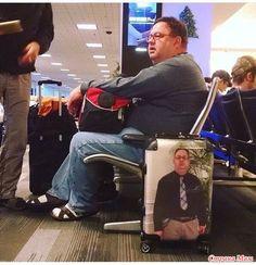 Вот как правильно оформлять чемодан, чтобы не украли)) Хороших выходных...