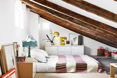 If you are lucky enough to have an attic in your home but haven't used this space for anything more than storage, then it's time to reconsider its use. An attic Attic Bedrooms, Bedroom Apartment, Bedroom Decor, Apartment Therapy, Studio Apartment, Attic Renovation, Attic Remodel, Tiny Apartments, Attic Spaces