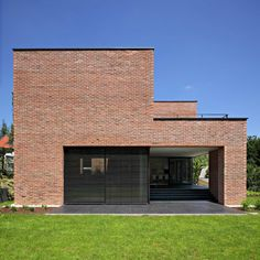 Image 9 of 26 from gallery of Podfuscak Residence / Dva Arhitekta. Photograph by Robert Leš Building A New Home, Brick Building, Facade Design, House Design, Red Brick Exteriors, Modern Family House, Backyard House, Modern Architects, Design Case