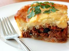 Moussaka is *the* Greek dish that will impress your friends and will also feed them well! See the Moussaka recipe plus useful hints in the end Greek Vegetables, Baked Vegetables, Carne Asada, Pork Recipes, Vegetarian Recipes, Vegan Moussaka, Drink Recipe Book, Tzatziki Recipes, Vegetables