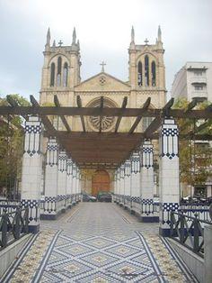 Gijon . Plaza de los Campinos de Begoña. Antes los patos. Al fondo Iglesia de San Lorenzo.