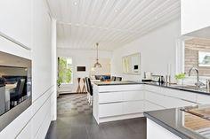 Line vit | Ballingslöv LOCATION: 60-tals villa i Täby