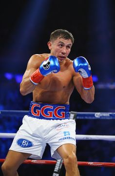 Gennady Golovkin Photos - Gennady Golovkin fights David Lemieux during their WBA/WBC interim/IBF middleweight title unification bout at Madison Square Garden on October 2015 in New York City. - Gennady Golovkin v David Lemieux Kick Boxing, Ggg Boxing, Boxing Workout, Tyler Durden, Ufc, Antony Joshua, David Lemieux, Karate, Boxe Fight