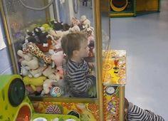 Želeo je dinosaurusa: Dečak se zaglavio u aparatu za igračke! FOTO+VIDEO